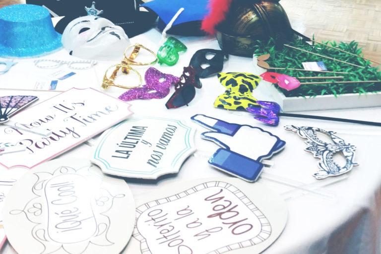 accesorios para hora loca y photobooth